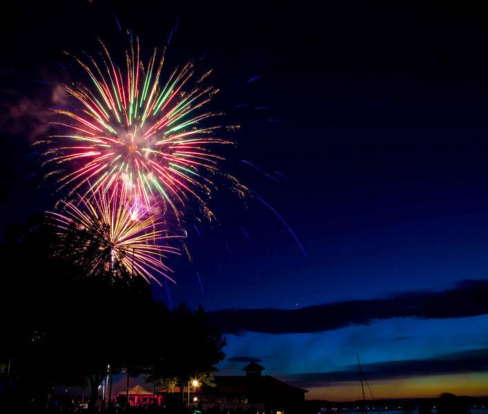 Fireworks at Burlington Waterfront - 17.jpg