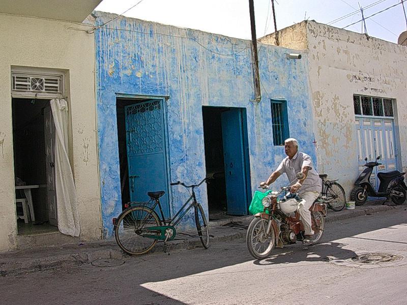 Bakgateliv i Monastir  Daily life of a Monastir back street (Foto: Ståle)