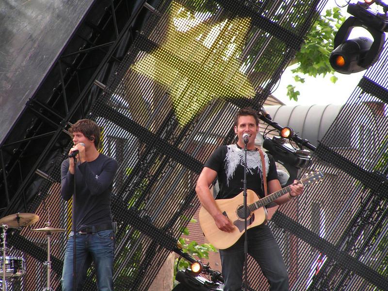 Het Volendamse zangduo Nick & Simon