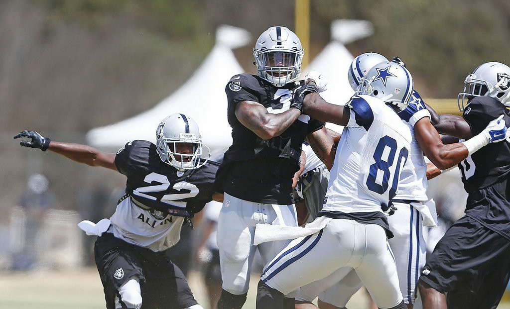 """. 8. DALLAS COWBOYS & OAKLAND RAIDERS <p>Isn�t it cute when two crap teams fight? (unranked) </p><p><b><a href=\""""http://ftw.usatoday.com/2014/08/cowboys-and-raiders-players-brawl-during-practice\"""" target=\""""_blank\""""> LINK </a></b> </p><p>   (Ron Jenkins/Fort Worth Star-Telegram/MCT)</p>"""