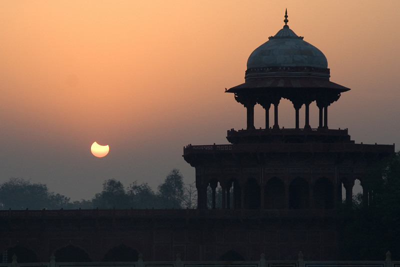 Eclilpsing Sun at the Taj.jpg