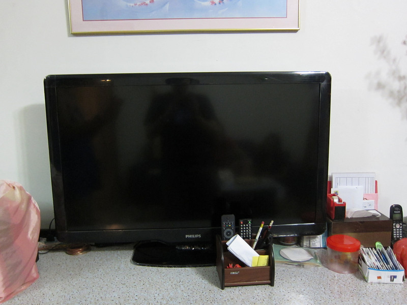 """42"""" LCD TV!"""