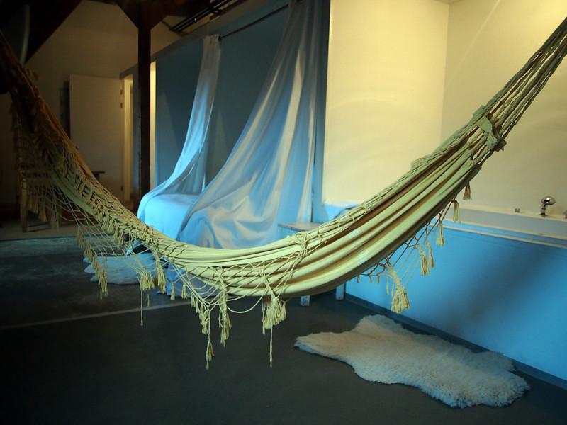 PA083586-hammock-and-bath.JPG