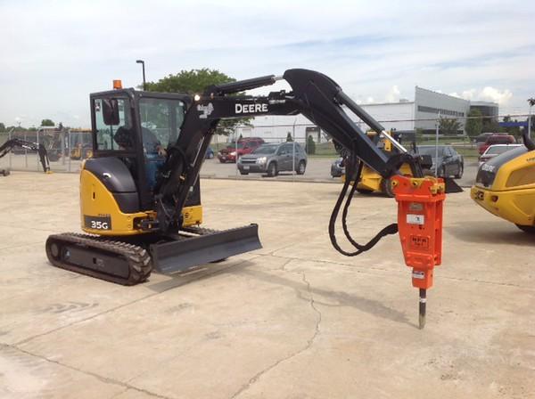 NPK PH1 hydraulic hammer on Deere mini excavator (9).JPG