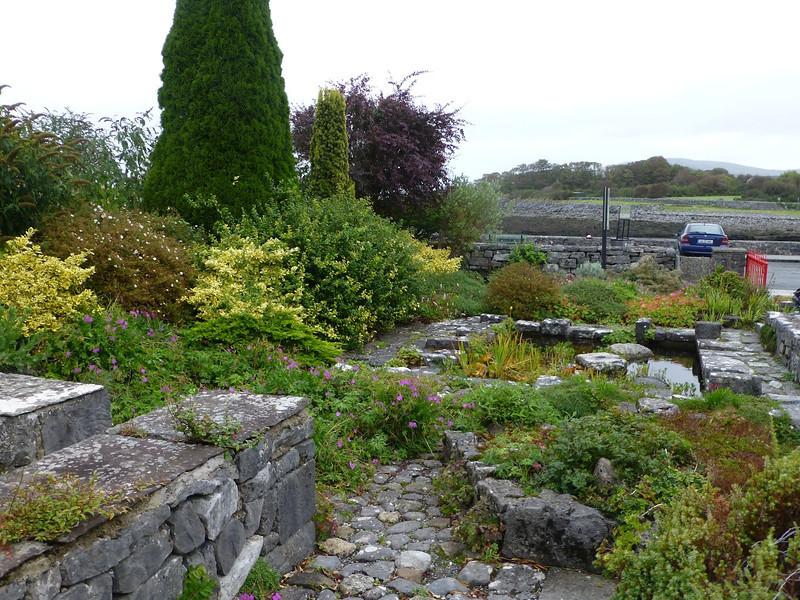 Tea and Garden Room-front garden.jpg