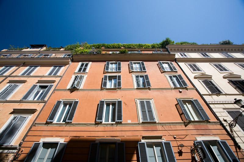Typical Roman houses, Frattina street.