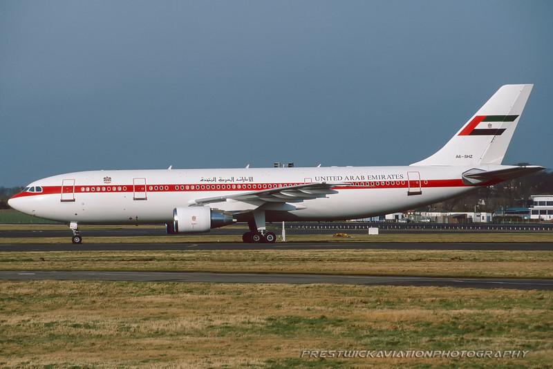 A6-SHZ Airbus A300B4-620 UAE gov Prestwick March 2000.jpg