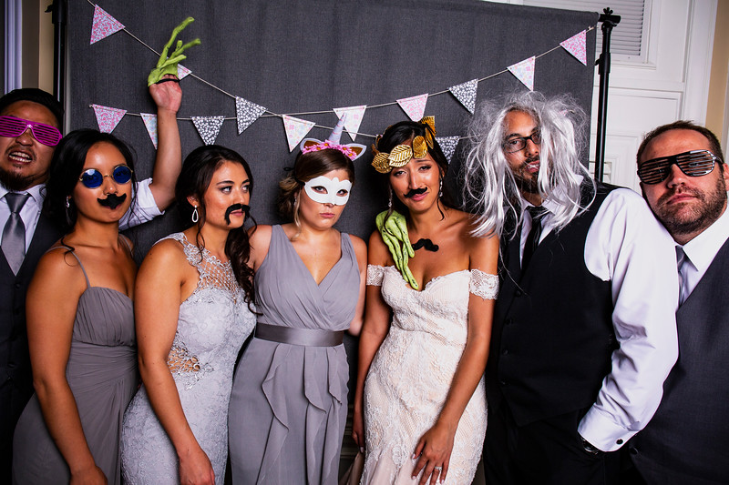 Montreal_Wedding_Photographer_Lindsay_Muciy_Photography+Video_M&E_PHOTOBOOTH_137.jpg