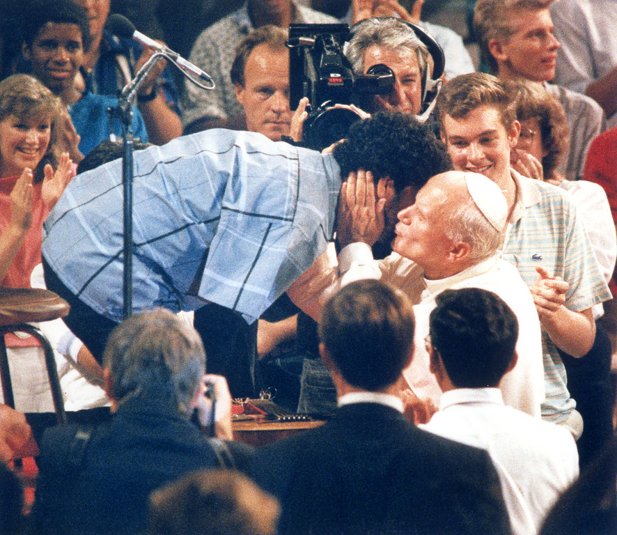 . 9/15/87: Pope John Paul II kisses 25 year old Tony Melendez from Chino. Melendez, who is armless, played guitar with his feet and sang for the Pope at a youth rally at the Universal Amphitheatre.   (L.A. Daily News file photo)