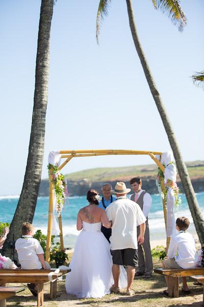 gillin beach kauai wedding-66.jpg