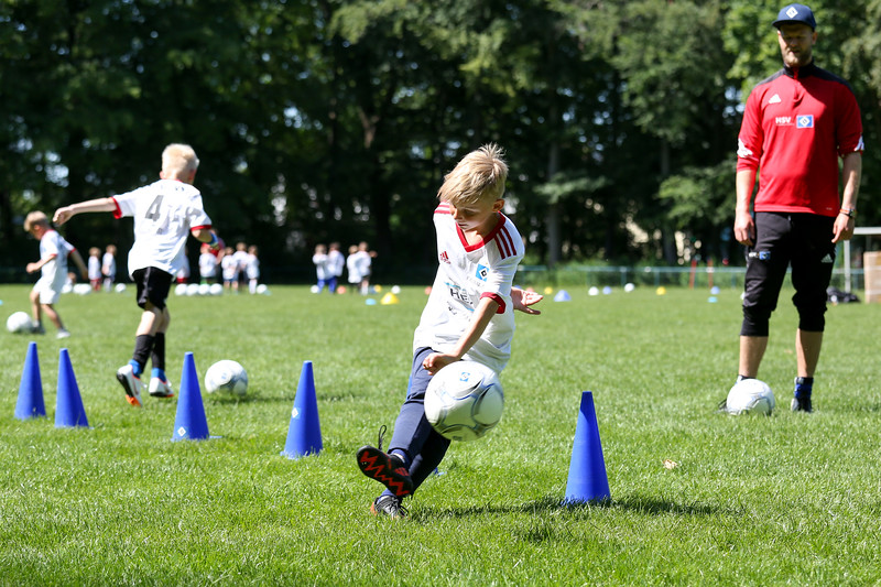 hsv_fussballschule-480_48047998368_o.jpg