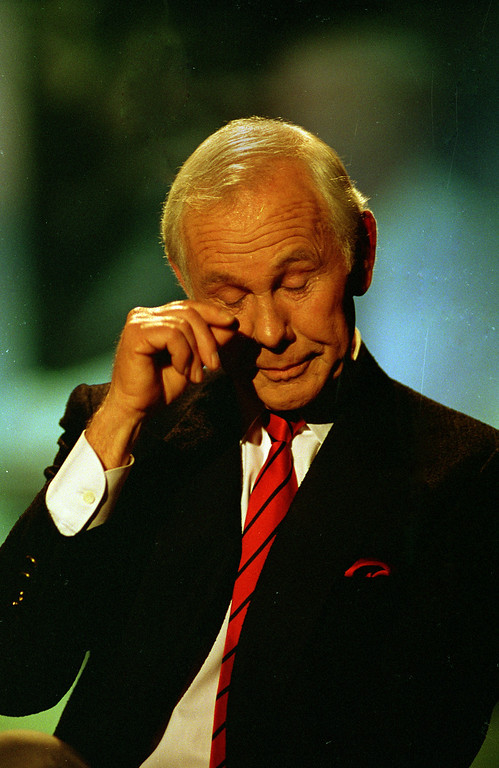 ". Talk show host Johnny Carson wipes his eye after watching a series of clips from earlier shows during the last taping of the ""Tonight Show\"" in Burbank, Ca., Friday, May 22, 1992.  Carson is retiring after 30 years of late-night television.  (AP Photo/Douglas C. Pizac)"