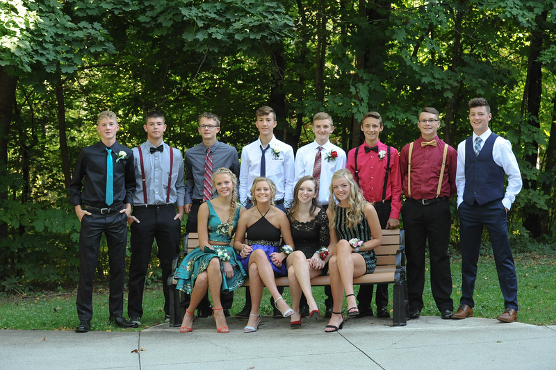 9-29-18 Bluffton HS HOCO - Eden Nygaard with 10th grade friends and Bailey Edwards (12th)-4.jpg