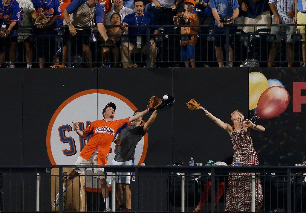 . Fans reach out to catch a home run ball during the during the Major League Baseball All-Star Game Home Run Derby in New York, July 15, 2013. REUTERS/Mike Segar