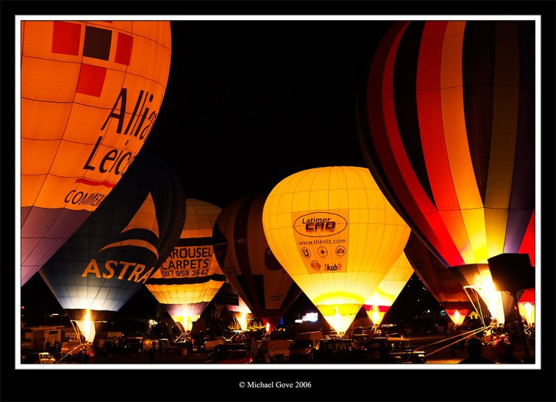 Bristol Balloon Fiesta night glow (65068607).jpg