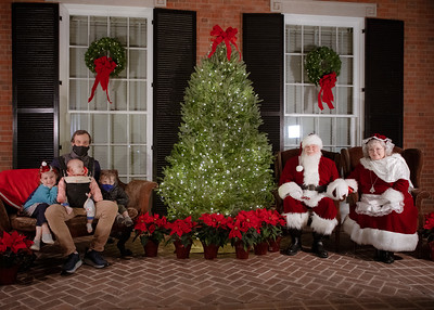 12.06.2020 Photos with Santa and Mrs. Claus