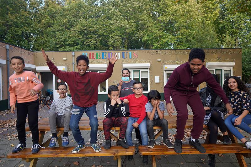 nederland, Amsterdam,  jongeren in  hrt Breedhuis, Jan van Gool,  in gespreo over  leefbaarheid, 17-10-2018, foto: Katrien Mulder