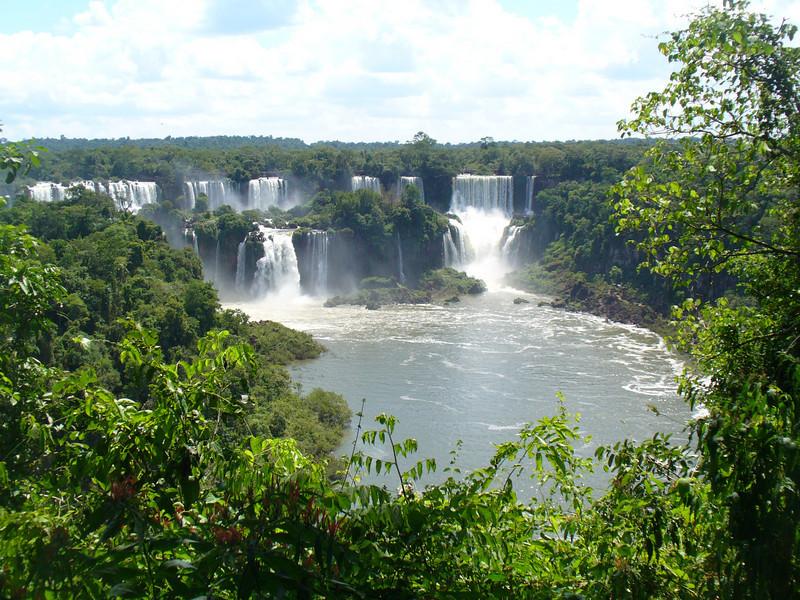 018 Iguacu Falls, Cataracas Trail, 1,2 km along the Iguacu River.jpg