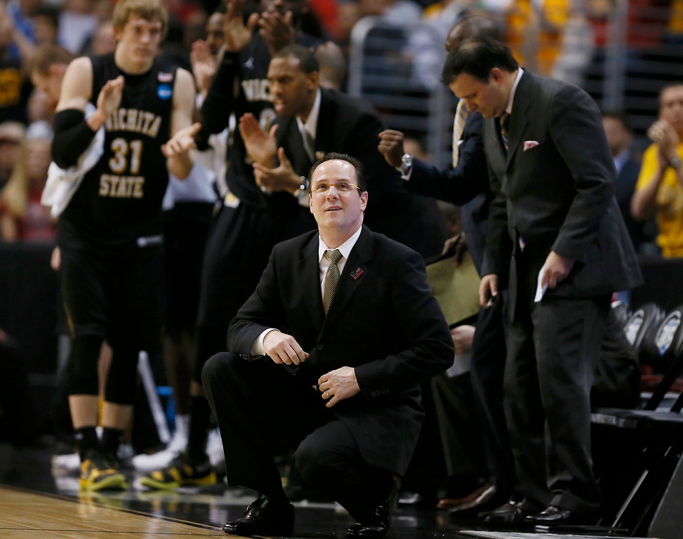 . Wichita State Shockers head coach Gregg Marshall (C) directs his team against the Ohio State Buckeyes in the first half during their West Regional NCAA men\'s basketball game in Los Angeles, California March 30, 2013. REUTERS/Lucy Nicholson