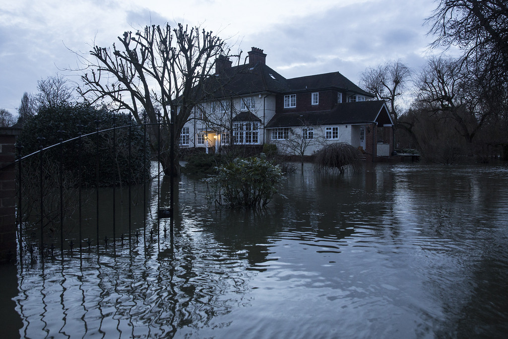 . A large house near the River Thames is surrounded by flood water on February 12, 2014 in Wargrave, England.  (Photo by Oli Scarff/Getty Images)