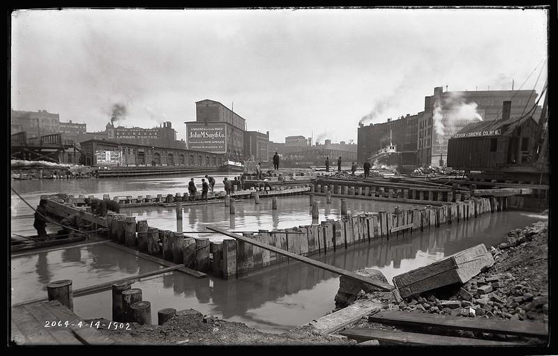 Chicago River - 1902.jpg