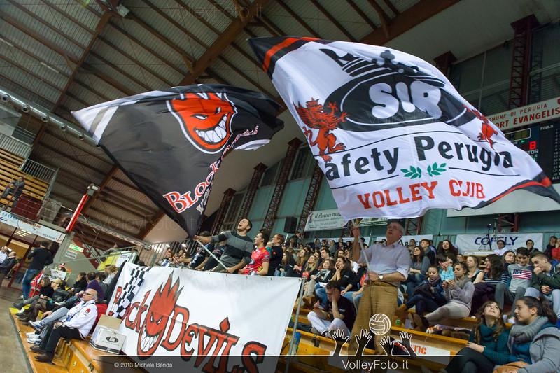 tifosi con bandiere (Perugia)