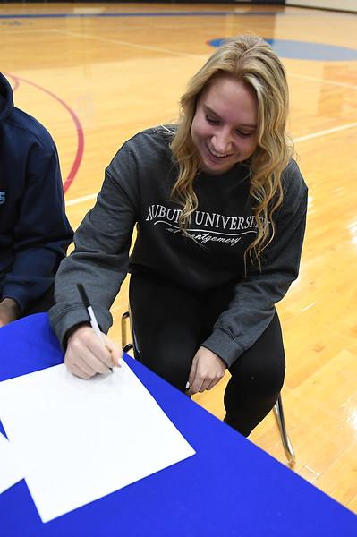 college_signing_3595.jpg