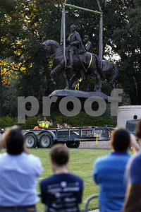 statue-of-gen-robert-e-lee-removed-from-dallas-park