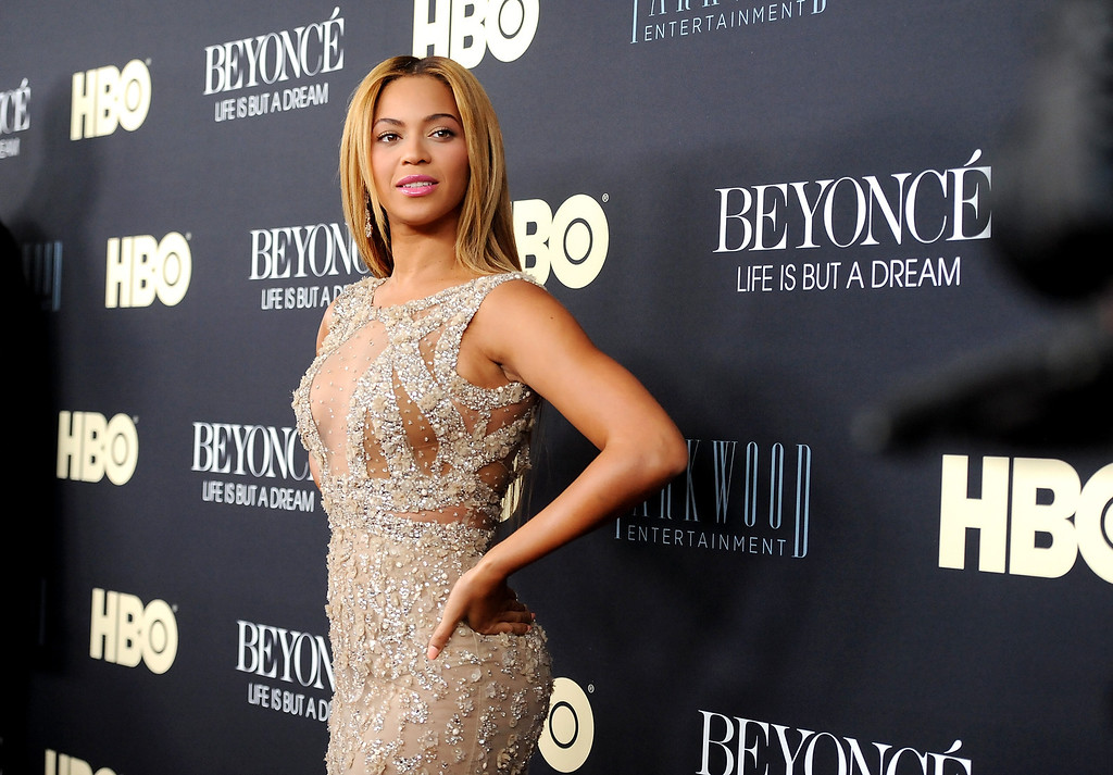 ". Beyonce Knowles attends the premiere of ""Beyonce: Life Is But A Dream\"" at the Ziegfeld Theatre on Tuesday, Feb. 12, 2013 in New York. (Photo by Evan Agostini/Invision/AP)"