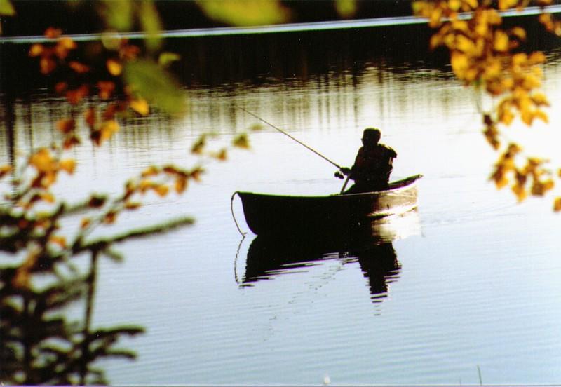 Wayne fishing on Wik Lake  02-2.jpg