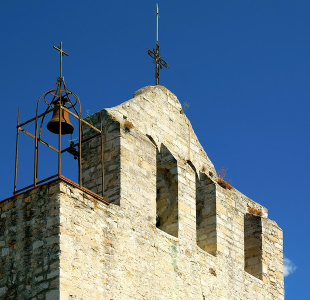 08_19 toulon old village church bell DSC04478.JPG