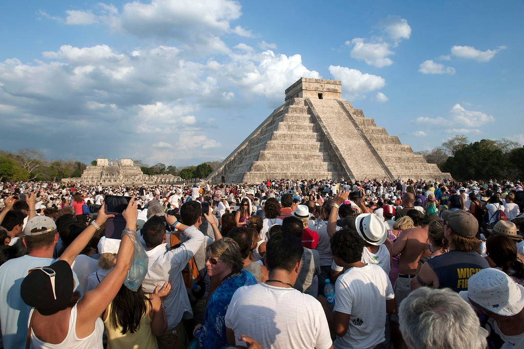 . Tourists gather around Kukulcan Castle, one of the seven wonders of the modern world, at the archaeological site of Chichen Itza during the spring equinox, at the Yucatan Peninsula March 21, 2013. REUTERS/Victor Ruiz Garcia (MEXICO - Tags: SOCIETY)