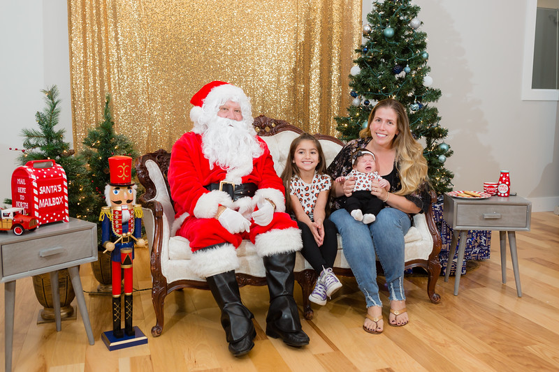 FADS Picture with Santa-354.jpg