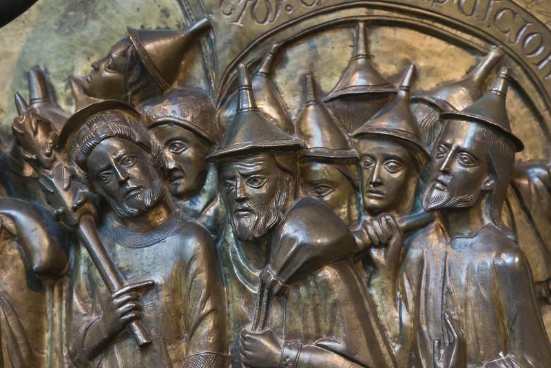 Taufbecken aus Hildesheimer Dom: Zug durchs Rote Meer, Israeliten