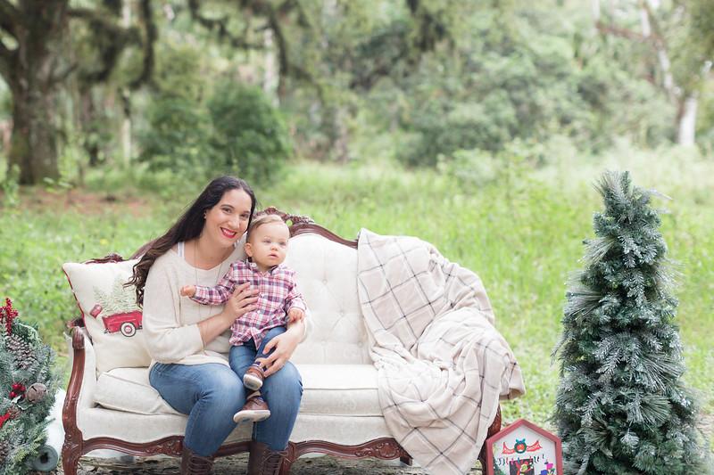 Holiday Minis- Acosta Family-15.jpg
