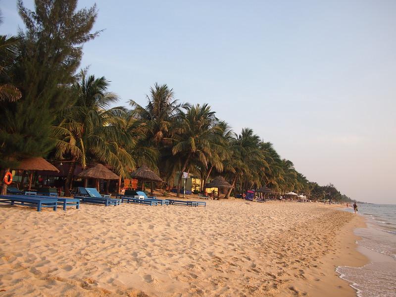 P1297040-long-beach-chairs.JPG