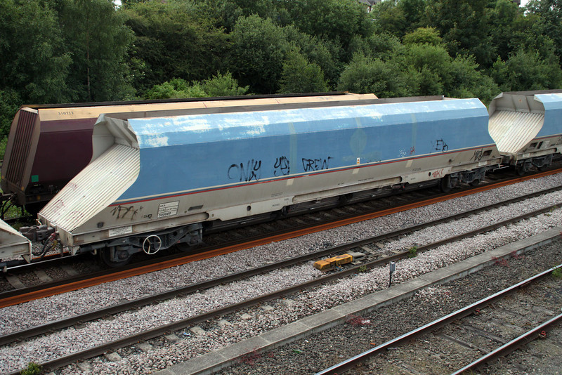 HKA 300660 passes Knottingley on 6E56 Tunstead-Milford 19/06/12