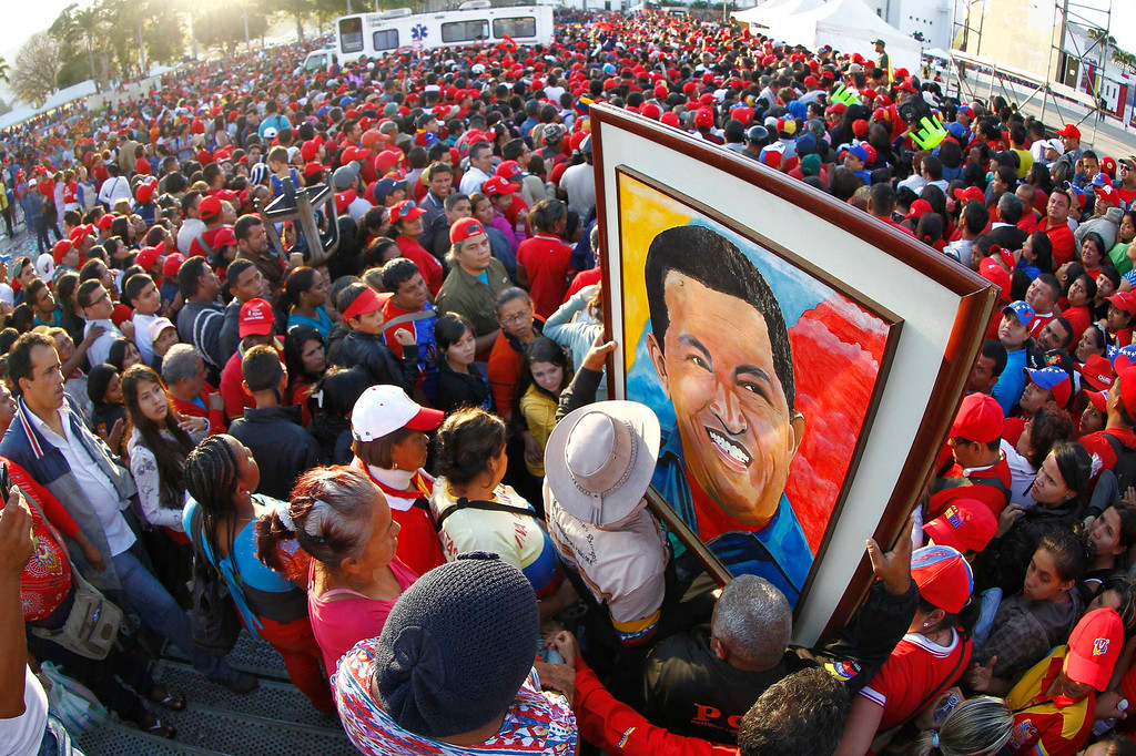 . Supporters of Venezuela\'s late President Hugo Chavez wait for a chance to view his body at the military academy in Caracas March 8, 2013. REUTERS/Carlos Garcia Rawlins
