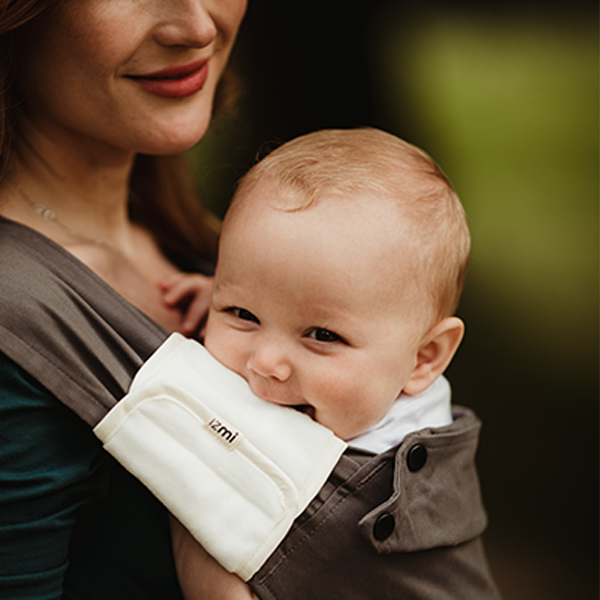 Izmi_Accessories_Lifestyle_Shoulder_Straps_Baby_Chewing_Smiling.jpg