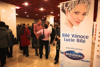 2011-12-15 Bile Vanoce Zdar nS - Lucie Bila