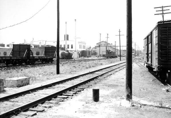 Looking towards the Ætna Iron & Steel Company from the Liberty Street railroad crossing in 1943. Courtesy of State Archives of Florida, Florida Memory, http://floridamemory.com/items/show/52953
