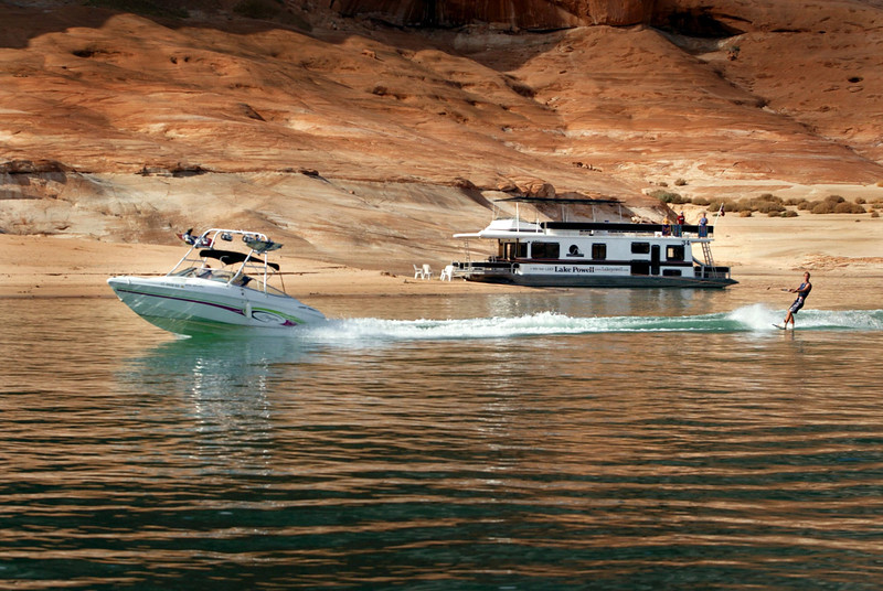 Lake Powell - Houseboat and ski boat - KCOT.jpg