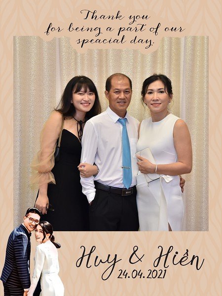 Huy-Hien-wedding-instant-print-photo-booth-Chup-hinh-in-anh-lay-ngay-Tiec-cuoi-cho-thue-photobooth-Ha-Noi-WefieBox-Photobooth-Vietnam-019.jpg