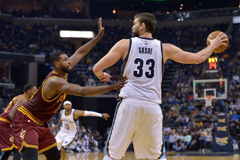 . Memphis Grizzlies center Marc Gasol (33) controls the ball against Cleveland Cavaliers center Tristan Thompson in the second half of an NBA basketball game Wednesday, Dec. 14, 2016, in Memphis, Tenn. (AP Photo/Brandon Dill)