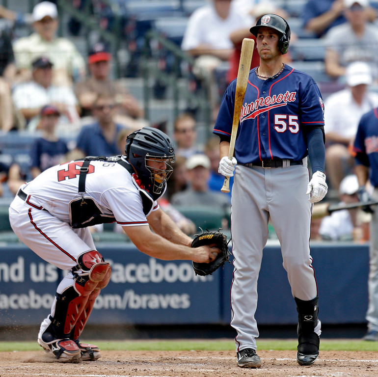 . Minnesota\'s Chris Colabello, right, is tagged out by Braves catcher Evan Gattis to end the sixth inning. (AP Photo/David Goldman)