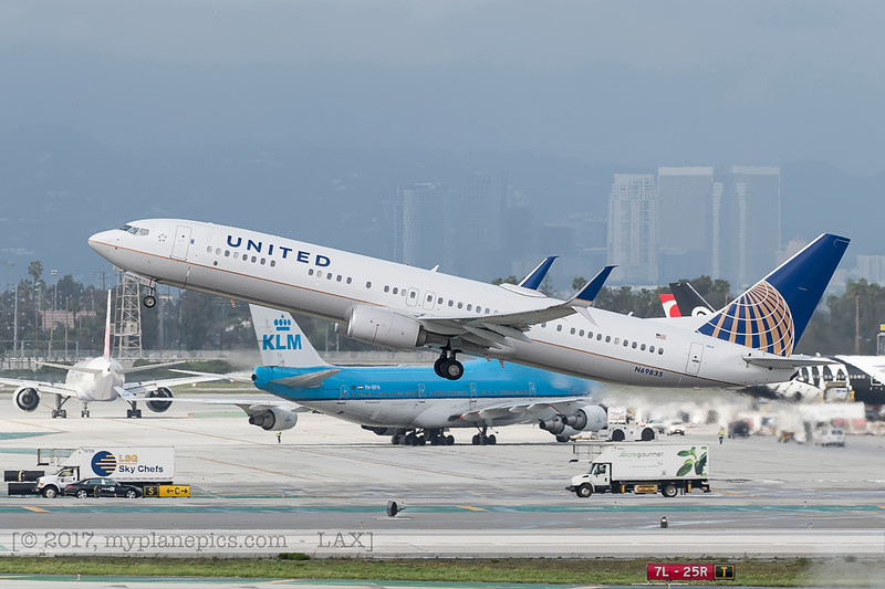 F20170218a144454_7400-Boeing 737-924-United-N69835.jpg
