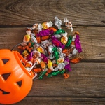 police-search-for-wedding-ring-lost-in-halloween-candy-bag