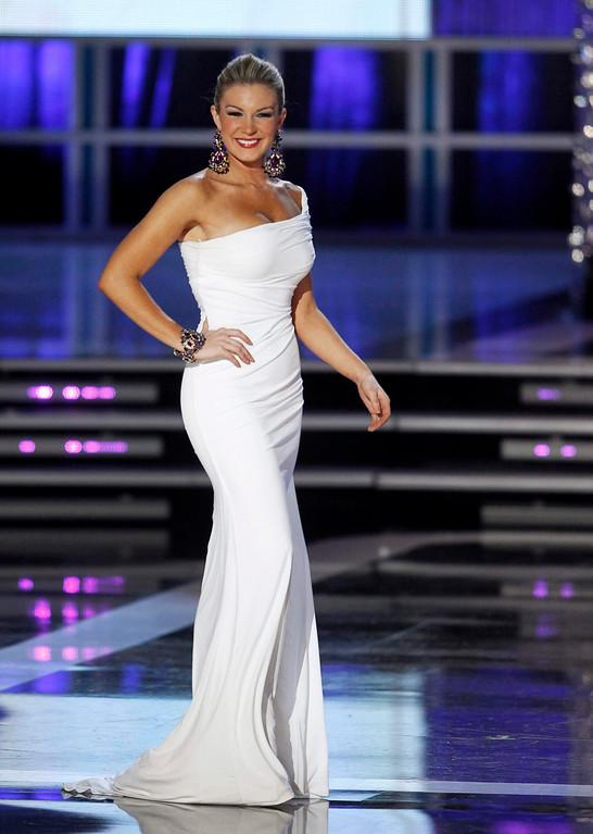 . Mallory Hytes Hagan, Miss New York, competes in the evening gown portion of the Miss America Pageant in Las Vegas January 12, 2013. Hagan was later named Miss America 2013. REUTERS/Steve Marcus