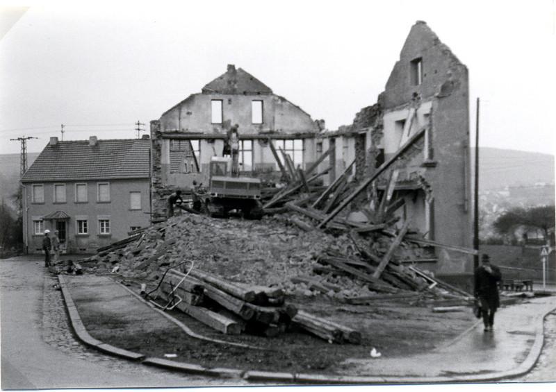 bilder_vom_abbriss_obere.alte.schule_erbaut1870_abgerissen1971 (4).jpg