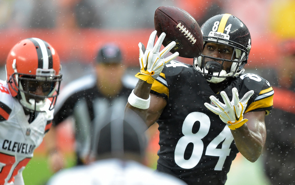 . Pittsburgh Steelers wide receiver Antonio Brown (84) can\'t make the catch during the first half of an NFL football game against the Cleveland Browns, Sunday, Sept. 9, 2018, in Cleveland. (AP Photo/David Richard)